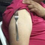 ¿Por qué se pega la cuchara al brazo? Foto: Especial
